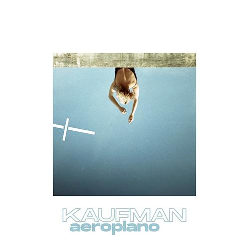 "Kaufman: ""Aeroplano"" è il nuovo video #TRAKOFTHENIGHT"