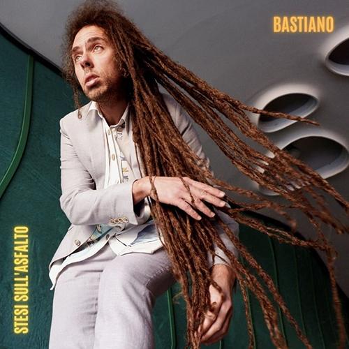 """Bastiano, """"Stesi sull'asfalto"""": recensione e streaming"""