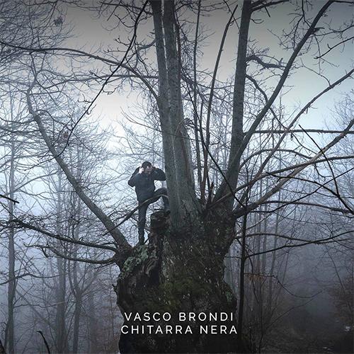 """Vasco Brondi: """"Chitarra nera"""" è il nuovo singolo"""